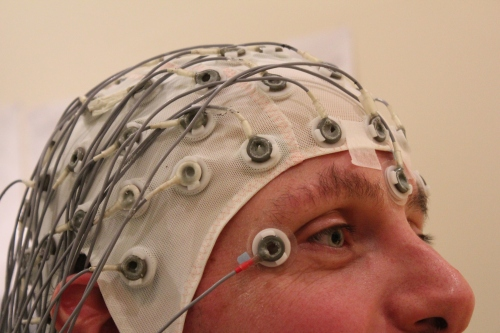 Een EEG-muts. (Tim Sheerman-Chase via CC BY 2.0)