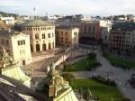 Uitzicht op het Noorse parlementsgebouw van het dakterras van het Grand Hotel.