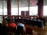 De persconferentie met de Kavli-prijswinnaars 2012. Fred Kavli himself is de op een-na-rechtse man.
