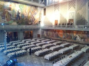 Tijdens het diner in het stadhuis van Oslo werden de winnaars vergezeld door de Noorse koning Harald V.