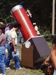 Een grote Dobsontelescoop. (Halfblue)