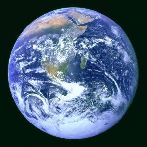 De aarde wordt elke seconde ruim 1,2 kilo zwaarder doordat ze ruimtestof opvangt.  (NASA)