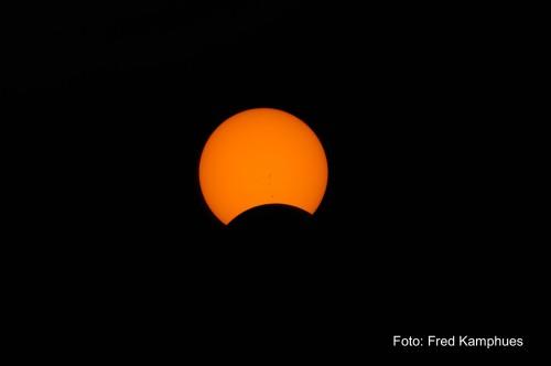 Zonsverduistering: de maan schuift voor de zon